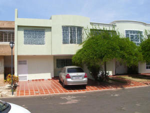 Townhouse En Venta En Maracaibo, La Picola, Venezuela, VE RAH: 17-7235
