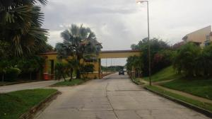 Terreno En Venta En Valencia, Lomas Del Country, Venezuela, VE RAH: 17-7262