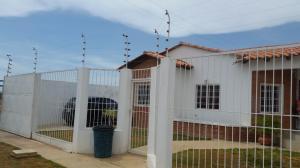 Casa En Venta En Punto Fijo, Puerta Maraven, Venezuela, VE RAH: 17-7273