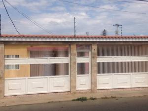 Casa En Venta En Punto Fijo, Caja De Agua, Venezuela, VE RAH: 17-7287