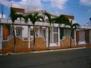 Casa En Venta En Municipio San Diego, Chalet Country, Venezuela, VE RAH: 17-7379