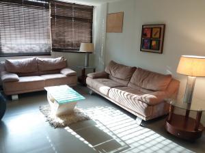 Apartamento En Venta En Maracaibo, Las Mercedes, Venezuela, VE RAH: 17-7296