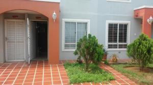 Townhouse En Ventaen Maracaibo, Via La Concepcion, Venezuela, VE RAH: 17-7327