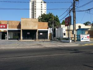 Local Comercial En Venta En Maracaibo, Calle 72, Venezuela, VE RAH: 17-7341