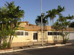 Casa En Venta En Valencia, Valles De Camoruco, Venezuela, VE RAH: 14-12777