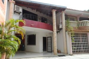 Townhouse En Venta En Valencia, Sabana Larga, Venezuela, VE RAH: 17-7342