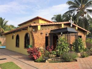 Casa En Venta En Municipio San Diego, Sabana Del Medio, Venezuela, VE RAH: 17-7350