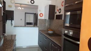 Apartamento En Venta En Maracaibo, El Milagro, Venezuela, VE RAH: 17-7353
