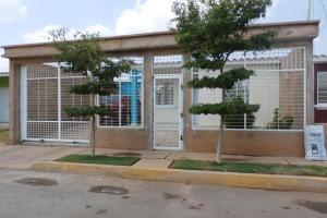 Casa En Venta En Municipio San Francisco, Los Samanes, Venezuela, VE RAH: 17-7371