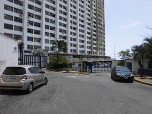 Apartamento En Venta En Parroquia Caraballeda, Los Corales, Venezuela, VE RAH: 17-7414