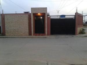 Casa En Venta En Cabimas, Zulia, Venezuela, VE RAH: 17-12158