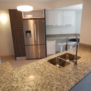 Apartamento En Ventaen Maracaibo, Avenida Falcon, Venezuela, VE RAH: 17-7479