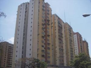 Apartamento En Venta En Maracay, Urbanizacion El Centro, Venezuela, VE RAH: 17-7518