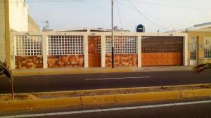 Casa En Venta En Punto Fijo, Casacoima, Venezuela, VE RAH: 17-7652