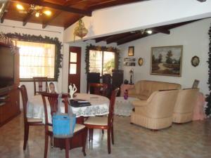 Casa En Venta En Maracay, Don Genaro, Venezuela, VE RAH: 17-7866