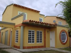 Casa En Venta En Maracay, Araguama Country, Venezuela, VE RAH: 17-7748