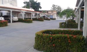 Apartamento En Alquiler En Ciudad Ojeda, La N, Venezuela, VE RAH: 17-7768
