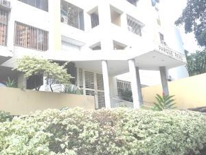 Apartamento En Venta En Valencia, Las Chimeneas, Venezuela, VE RAH: 17-7814