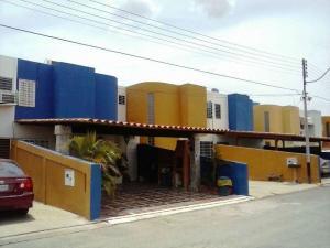 Townhouse En Venta En Barcelona, El Cortijo De Oriente, Venezuela, VE RAH: 17-7829