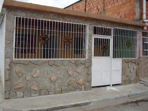 Casa En Venta En Maracay, Santa Rita, Venezuela, VE RAH: 17-7888