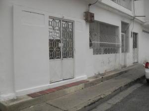 Local Comercial En Venta En Cagua, Calle Sucre, Venezuela, VE RAH: 17-7947