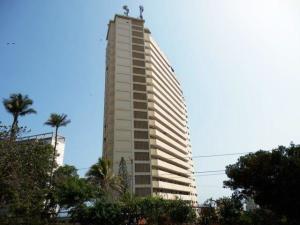 Apartamento En Venta En Catia La Mar, Playa Grande, Venezuela, VE RAH: 17-7989