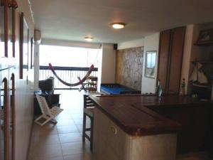 Apartamento En Venta En Catia La Mar - Playa Grande Código FLEX: 17-7989 No.6