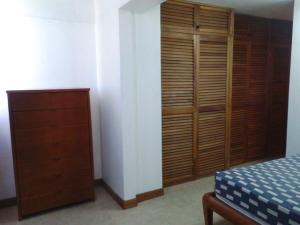 Apartamento En Venta En Catia La Mar - Playa Grande Código FLEX: 17-7989 No.11