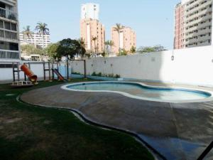 Apartamento En Venta En Catia La Mar - Playa Grande Código FLEX: 17-7989 No.17
