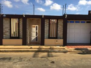 Casa En Ventaen Punto Fijo, Puerta Maraven, Venezuela, VE RAH: 17-8015