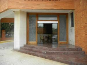 Apartamento En Venta En Maracaibo, Avenida El Milagro, Venezuela, VE RAH: 17-8219