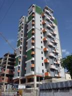 Apartamento En Venta En Maracay, Zona Centro, Venezuela, VE RAH: 17-8078