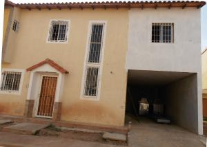 Townhouse En Venta En Ciudad Ojeda, Intercomunal, Venezuela, VE RAH: 17-8089