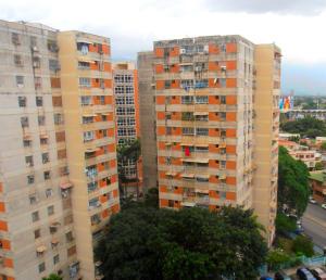 Apartamento En Venta En Maracay, Avenida Ayacucho, Venezuela, VE RAH: 17-8086