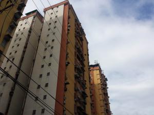 Apartamento En Venta En Maracay, Urbanizacion El Centro, Venezuela, VE RAH: 17-8102