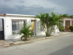 Casa En Venta En San Joaquin, Guayabal, Venezuela, VE RAH: 17-8148