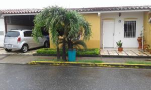 Casa En Venta En Acarigua, Centro, Venezuela, VE RAH: 17-8160