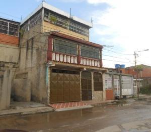 Casa En Venta En Turmero, El Macaro, Venezuela, VE RAH: 17-8226
