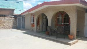 Casa En Ventaen Municipio San Francisco, La Coromoto, Venezuela, VE RAH: 17-8532