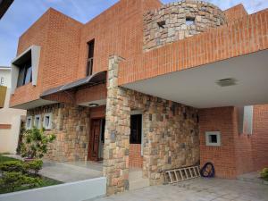 Casa En Venta En Valencia, Valles De Camoruco, Venezuela, VE RAH: 17-8252