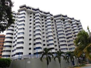 Apartamento En Alquiler En Catia La Mar, Playa Grande, Venezuela, VE RAH: 17-8269