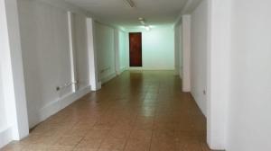 Oficina En Alquiler En Maracaibo, Avenida Universidad, Venezuela, VE RAH: 17-8347