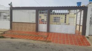 Casa En Venta En Punto Fijo, Las Adjuntas, Venezuela, VE RAH: 17-8349