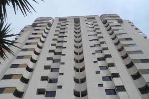 Apartamento En Venta En Valencia, Trigal Norte, Venezuela, VE RAH: 17-8363