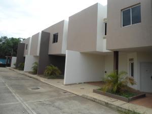 Townhouse En Venta En Maracaibo, La Macandona, Venezuela, VE RAH: 17-8468