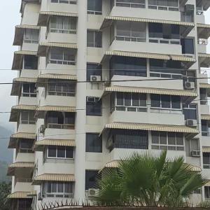 Apartamento En Venta En Parroquia Caraballeda, Palmar Este, Venezuela, VE RAH: 17-8445