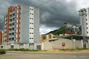 Apartamento En Venta En Municipio Naguanagua, Maã±Ongo, Venezuela, VE RAH: 17-8437