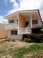 Casa En Venta En Parroquia Caraballeda, Palmar Este, Venezuela, VE RAH: 17-8447