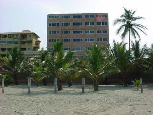 Apartamento En Venta En Tucacas, Santa Rosa, Venezuela, VE RAH: 17-8681