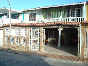 Townhouse En Venta En Charallave, Betania, Venezuela, VE RAH: 17-8465
